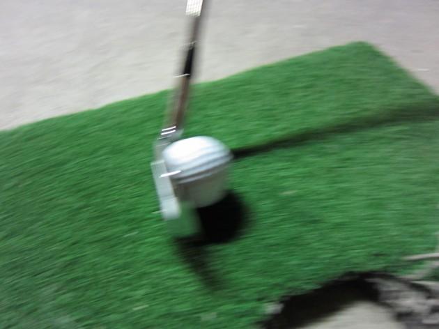 ゴルフボールインパクトの瞬間