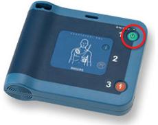 AEDの電源を入れる